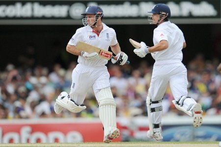 Alastair Cook and Andrew Strauss 100th Partnership in 2nd Test against Pakistan
