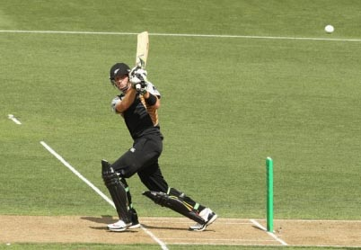 Martin Guptill's 70 runs helped New Zealand to win over Zimbabwe