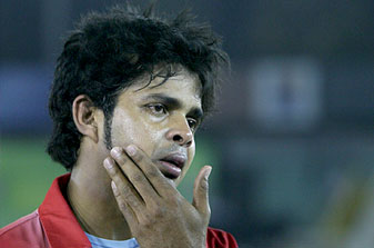 Sreesanth Slapped by Harbhajan Singh