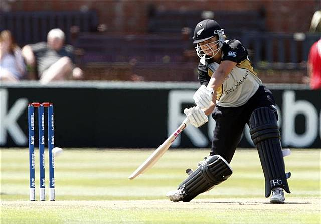 New Zealand captain Suzie Bates lead country to the victory over Australia in 4th T20 Cricket match at Sydney