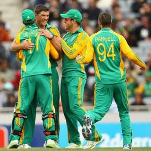 Marchant de Lange demolished the Kiwis by grabbing an impressive 4 wickets