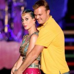 Doug Bollinger gives batting lesson to Katy Perry
