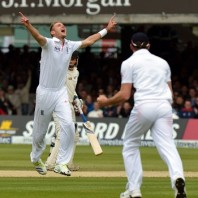 Stuart Broad - Career&#039;s best bowling figures of 7-44 in an innings