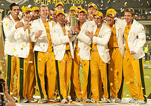 The jubilant Australian squad with the 2009 ICC Champions Trophy