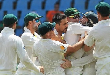 The jubiliant Australian squad after beating the Proteas 2-1