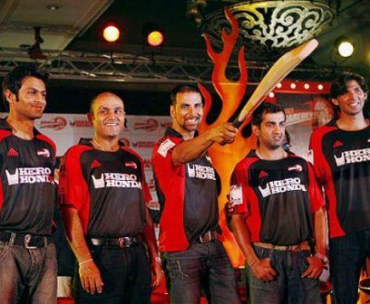 Delhi Daredevils Launch Party - Local boys, Virender Sehwag, Actor Akshay Kumar, Gautam Gambhir and others