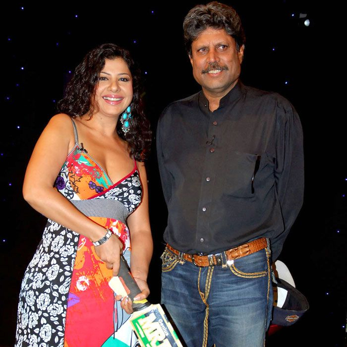 Sambhavna Seth poses with Kapil Dev