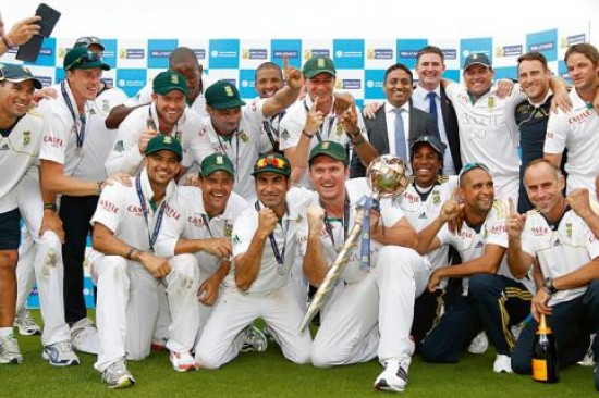 The proud South African team after wearing the No.1 Test crown